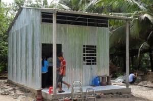 Sát cánh cùng gia đình Việt bàn giao hơn 30 nhà tình thương cho người nghèo