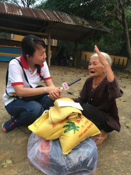 Toàn cảnh chương trình cứu trợ đồng bào vùng lũ Quảng Bình của Sát cánh cùng gia đình Việt VOH