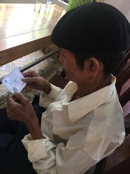 Trao tặng 800 thẻ BHYT tỉnh Thừa Thiên Huế